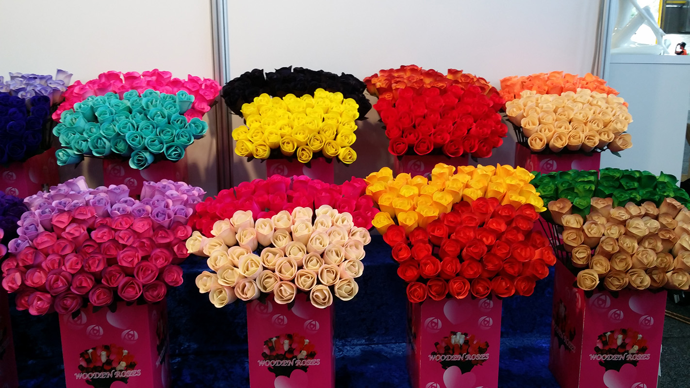 half open wooden roses 3 4 boxes of 600 wooden roses